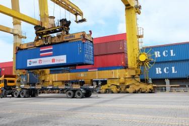 สายเรือ RCL ร่วมสนับสนุนโครงการของ Sea Group ส่งถังออกซิเจนไปยังโรงพยาบาลต่างๆ